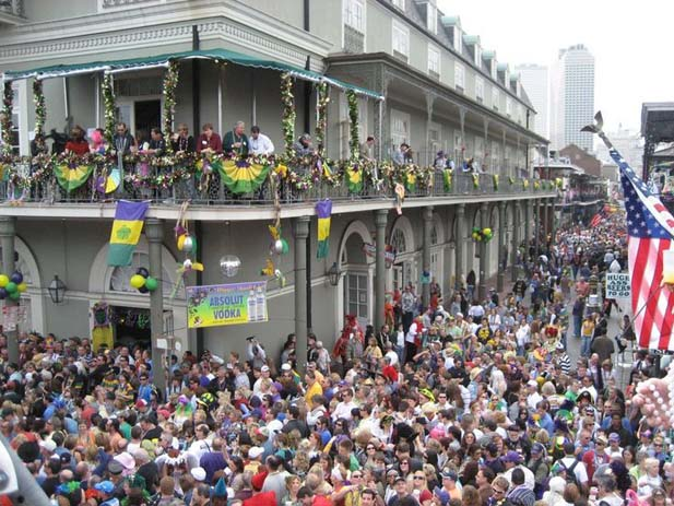 City streets packed during Mardi Gras in New Orleans. Photo by JoAnn Livanos, Pinterest