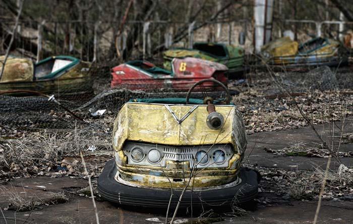 Rusting bumper car in Pripyat. Photo by Jacek Wojciechowski