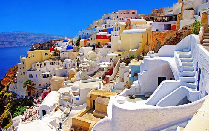 Colourful Oia Santorini Greece. Photo by Greece Islands Blogspot
