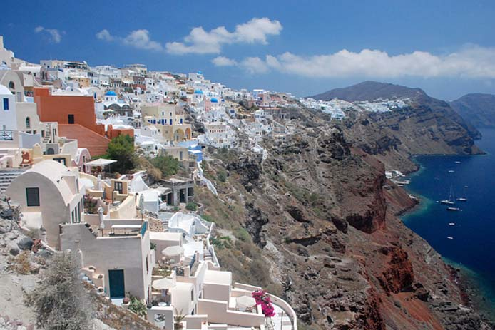Santorini is built on top of a collapsed volcano called Calderas. Photo by wiki media