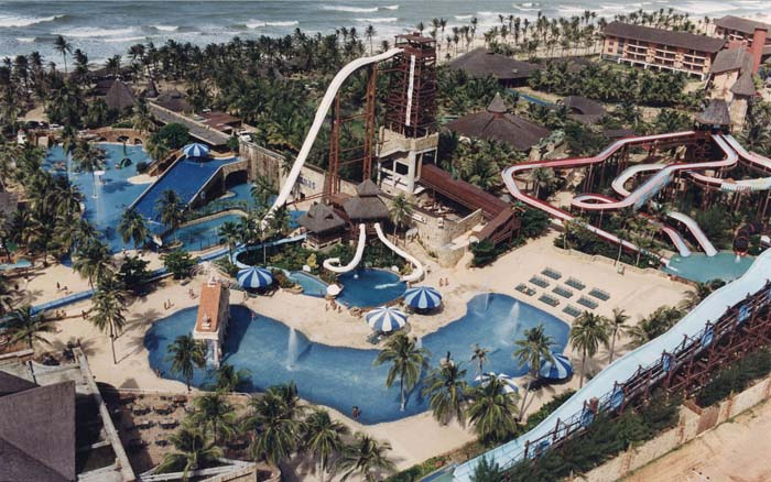 Overhead view of Insano Water Park. Photo by globe-walls