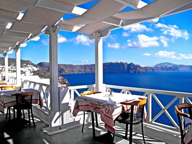 Dining out in Santorini. Photo by the o0023, flickr
