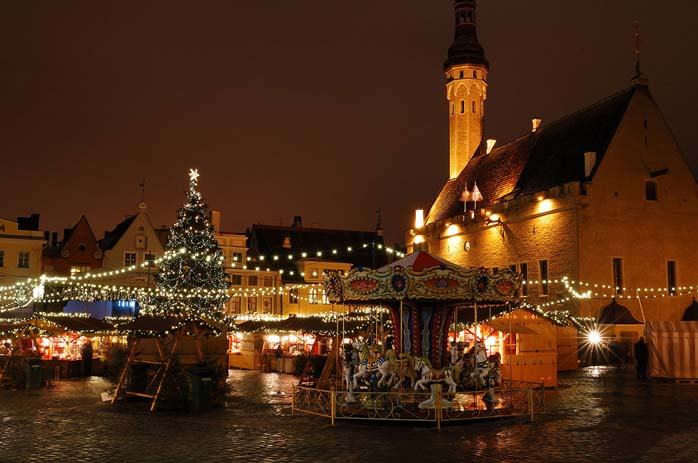Christmas in Old Town Tallinn, Photo by Night city lights