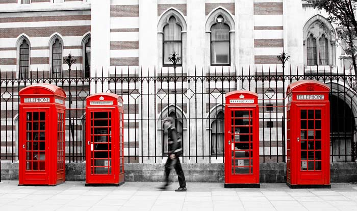 Iconic London red telephone boxes. Theres so much to do and see in London. Photo via Doug88888, flickr