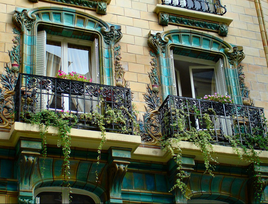 24 hours in Paris: Balcony's at Rue de Passy. Photo by Claudia1967, flickr