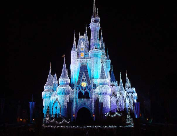 Majestic Tokyo Disney Castle. Photo by wikimedia.org