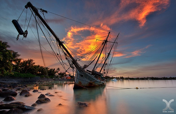 Wreckage in Mauritius Photo by DanielM Cheong flickr