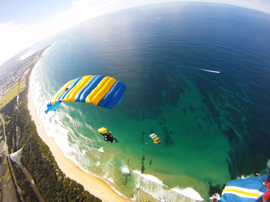 7 of best places to skydive around the world: North Woollongong beach, Photo by australiantraveller.com