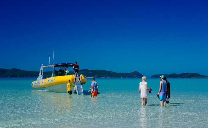 Travel between islands on the Whitsundays Photo by hapidayss flickr