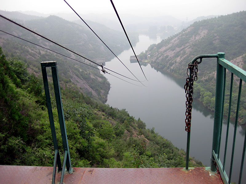 The best zip-line adventures: Ziplining over the Great Wall of China in Simatai. Photo by greatwallforum.com