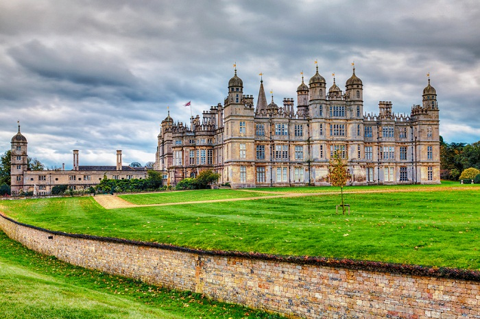 Burghley House of Lincolnshire built in the 1500s. Photo by moerobinson2 flickr