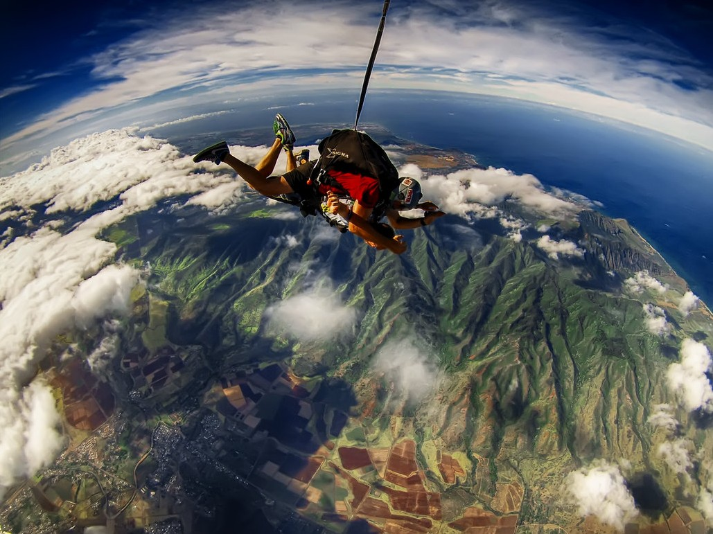 7 of best places to skydive around the world: Pacific skydiving Hawaii, Photo by Steven Zybert, deviantart.net