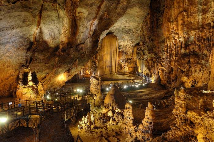 Paradise Cave, Phony Nha-Ke Ban in Vietnam. Photo by Jerome Taylor, flickr