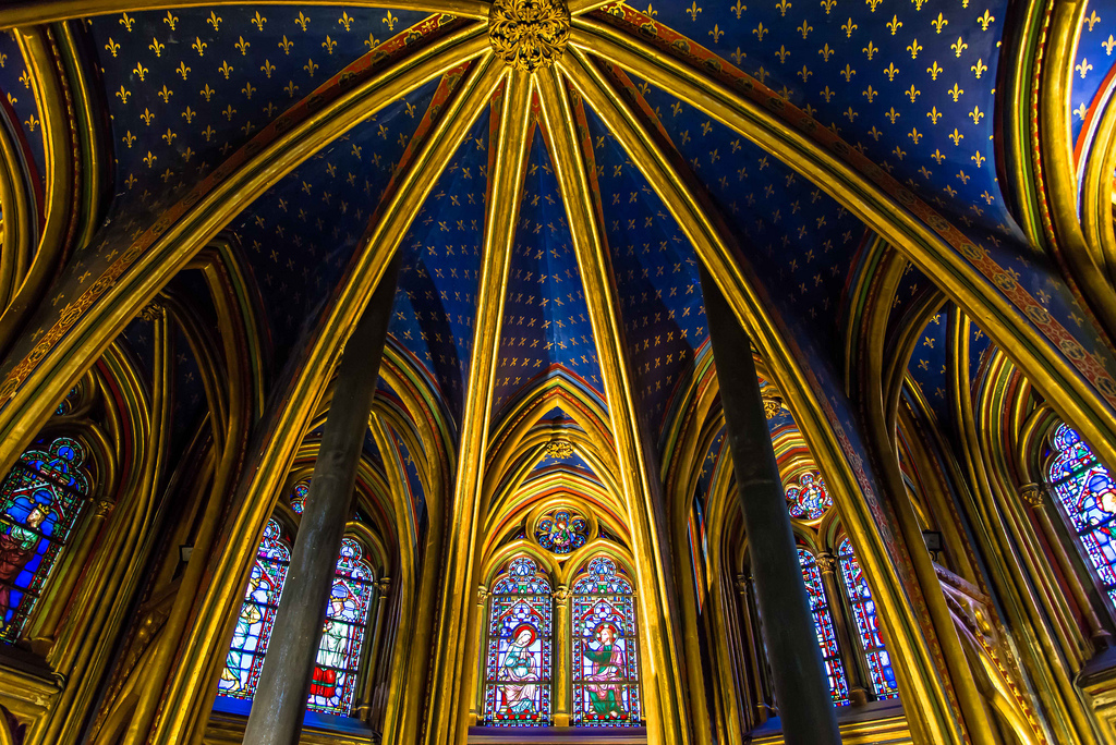 24 hours in Paris: The sun shines through the famous stain glass windows in Saint Chapelle. Photo by Franco Beccari, flickr