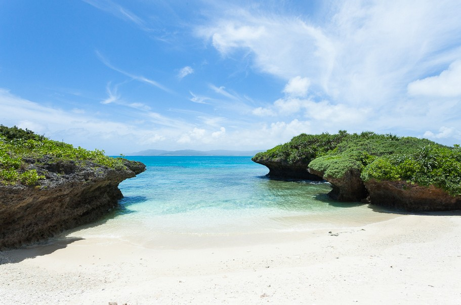 Where to find the clearest water on earth:  Hidden paradise on Panari Island, Okinawa, Japan. Photo by Ippei & Janine Naoi, flickr