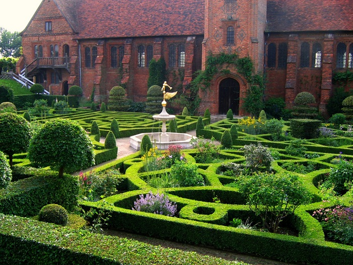 Award winning gardens at Hatfield House. Photo by UGardener flickr