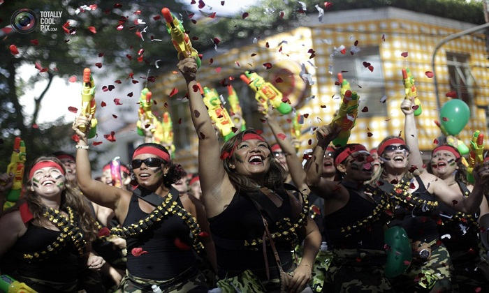 Party time at Carnival Photo by totallycoolpix.com