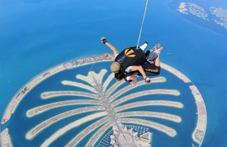 7 of best places to skydive around the world: Skydiving over the Palm Jumeirah, Photo by lefatima, flickr
