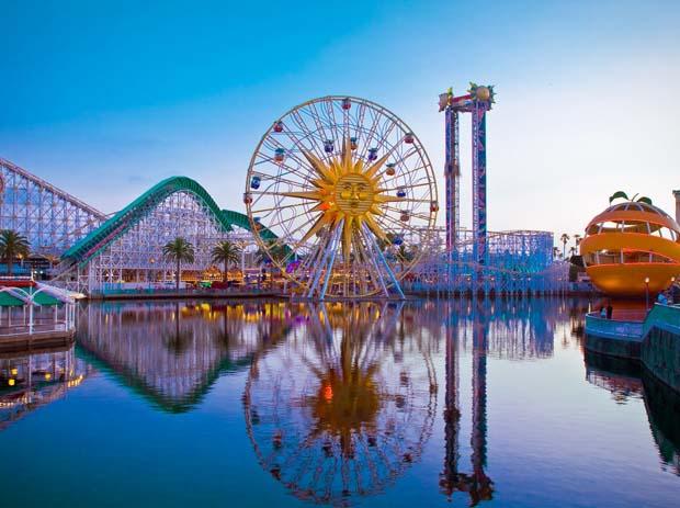 Cedar Point Amusement Park. Photo by wallfon.com