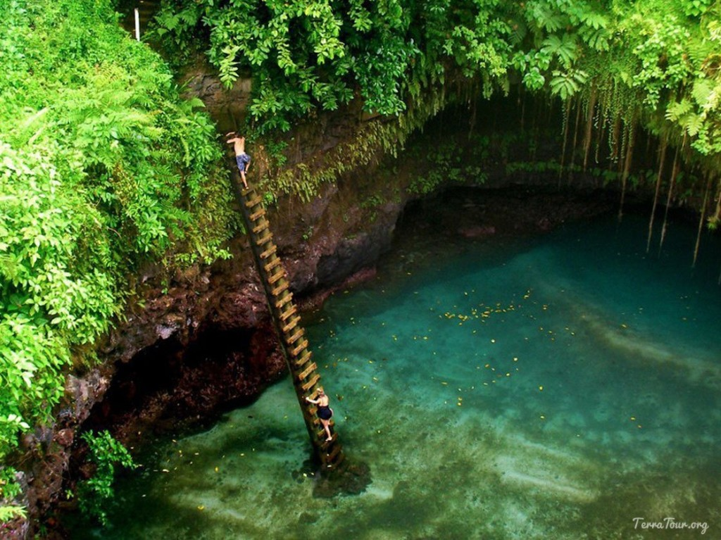 Where to find the clearest water on earth: ToSua Ocean Trench, Samoa. Photo by terratour.org, pinterest