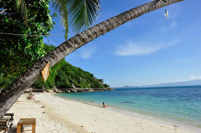 Relaxing on the beaches on Ko Pha Ngan. Photo by hotelscheckout.com