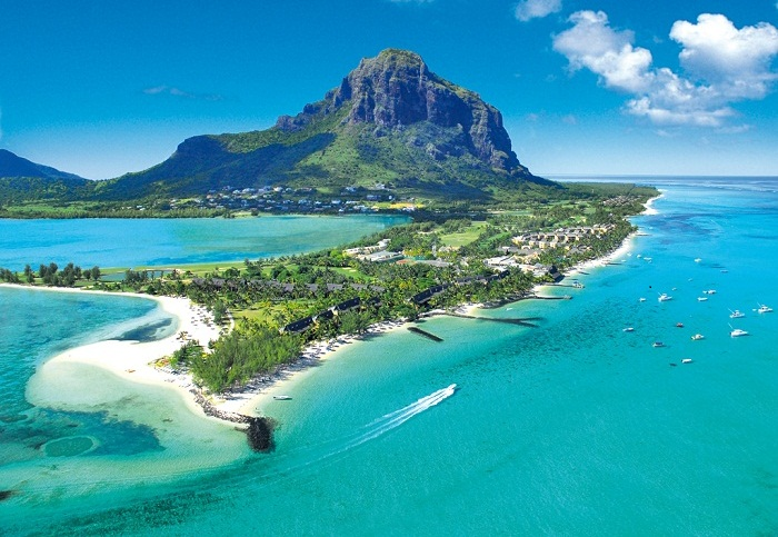 Discouver the incredible beaches in Mauritius Island. Photo by World of Travel