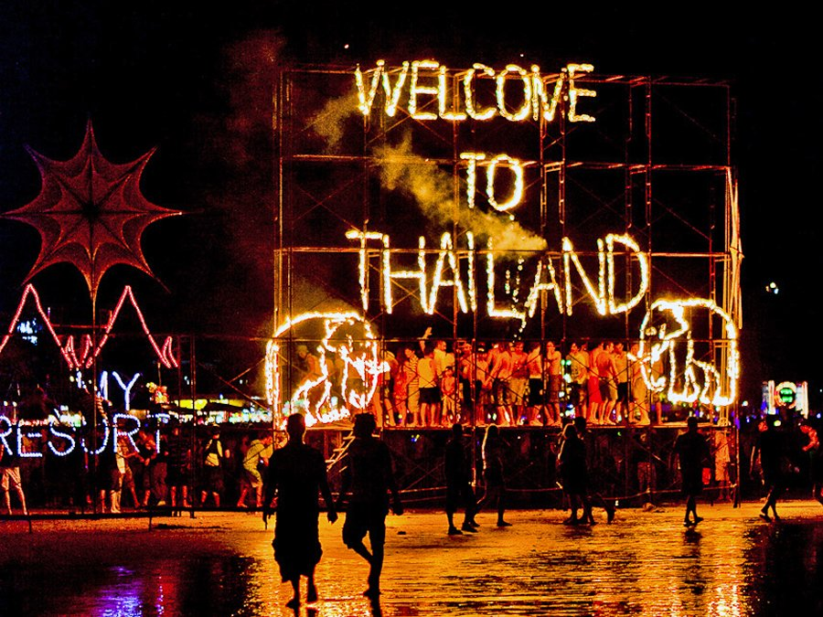 The best beach parties in the world: Full Moon beach party, Thailand. Photo by thepre-game.com