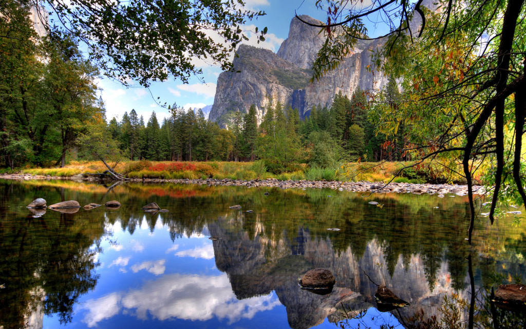 best hiking trails in the US: Yosemite National Park. Photo by wallpapergang.com