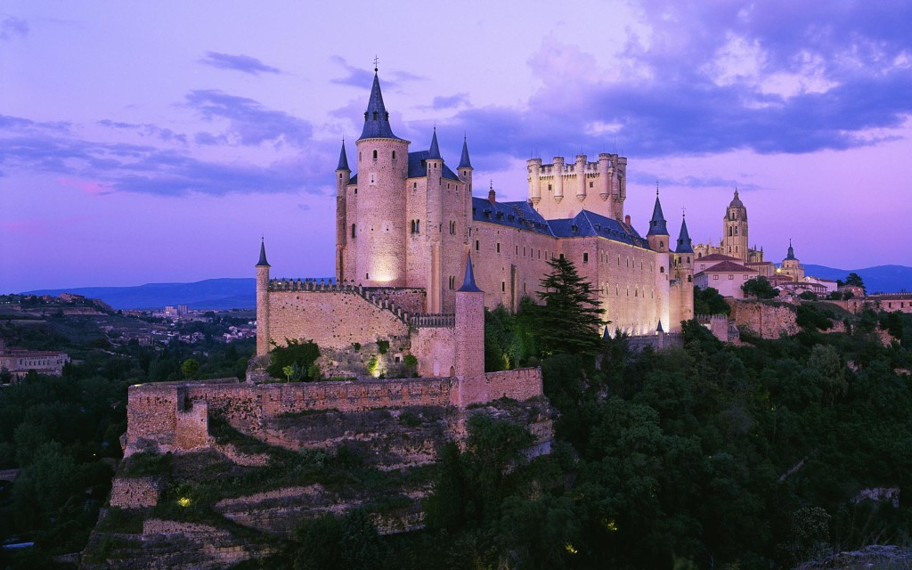 Where to see 9 of the best castles in Europe: Alcázar de Segovia Castle, Spain. Photo by toptravellists.net