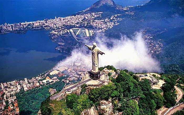Chirst the Redeemer protects the city of Rio de Janeiro. Photo by telegraph.co.uk