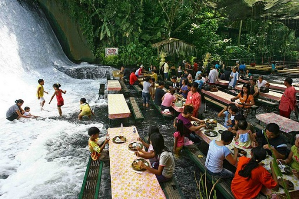 The best waterfalls: The Labassin Waterfall Restaurant in The Philippines. Photo by guideandtravel.wordpress.com