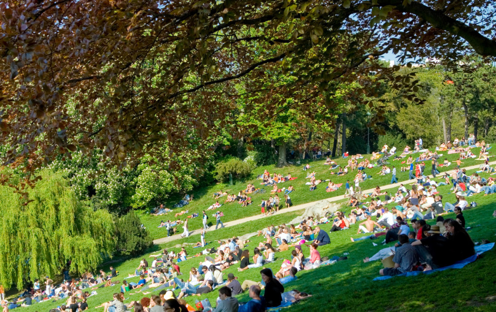 10 free things to do in Paris: Parc des Buttes-Chaumont. Photo by wikimedia.org