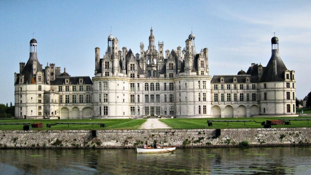 Where to see 9 of the best castles in Europe: Chambord Castle, France. Photo by wall-online.net