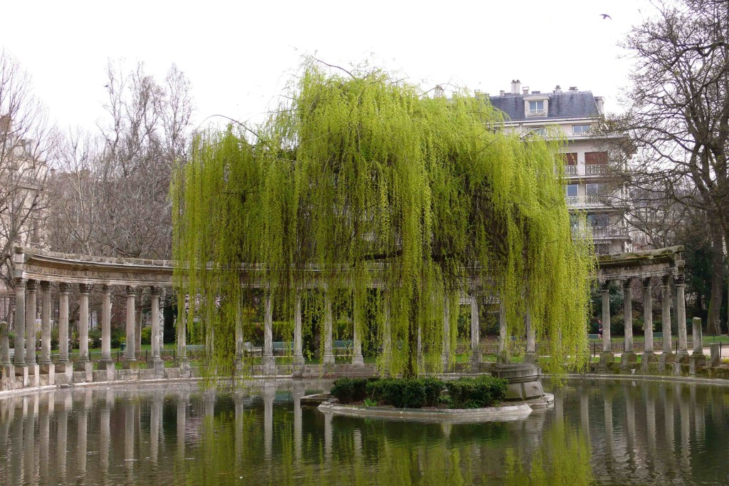 10 free things to do in Paris: Parc Monceau. Photo by landscapelover.wordpress.com