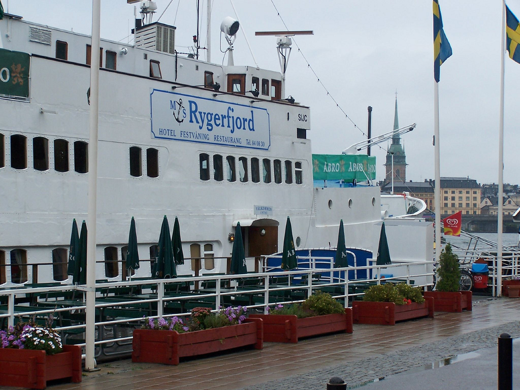 5 peaceful and quiet hostels around the world: Rygerfjord Floating Hostel, Stockholm, Sweeden. Photo by staticflickr.com