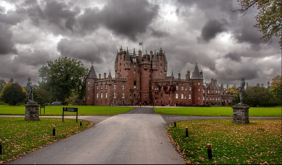Where to see 9 of the best castles in Europe: Glamis Castle, Angus, Scotland. Photo by Ian Kenn, flickr