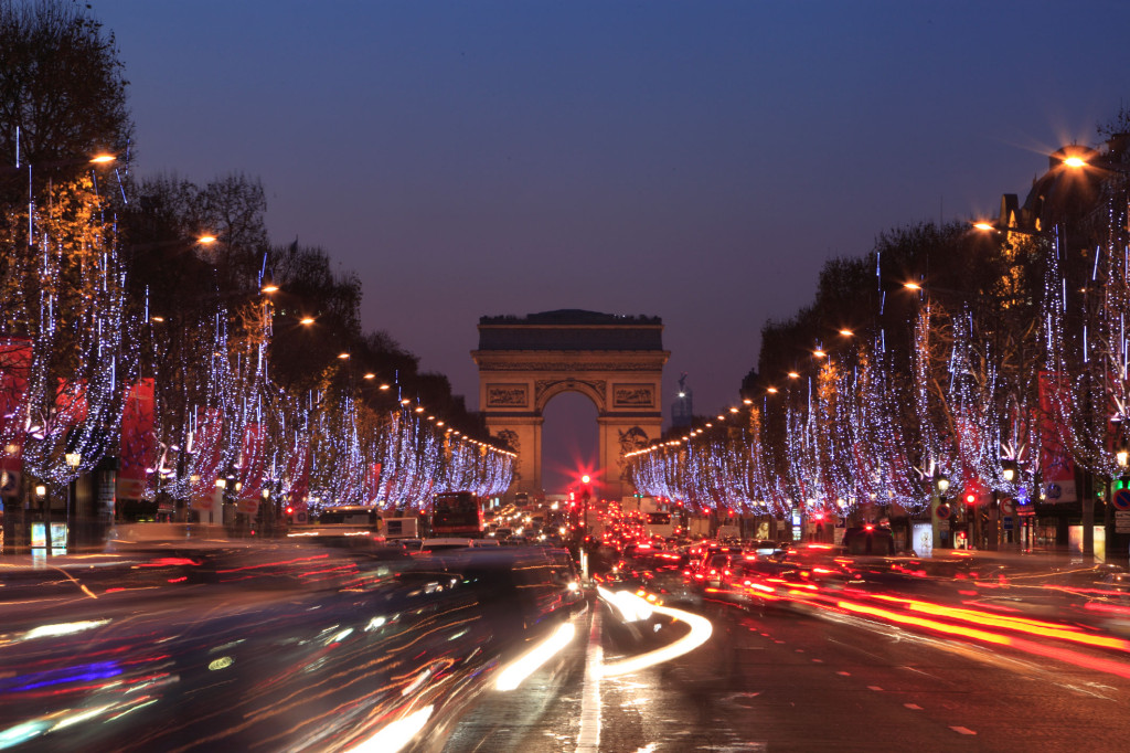 10 free things to do in Paris: Champs Elysees. Photo by hotel-paris.com