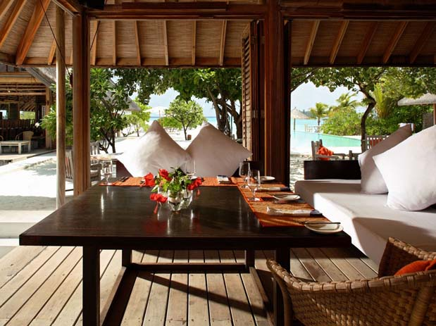 Banquet setting at Cocoa Island by COMO. Photo by comohotels.com