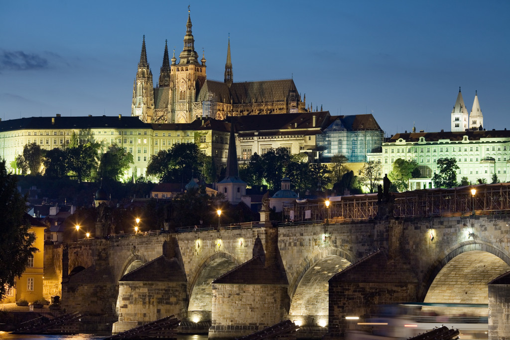 Where to see 9 of the best castles in Europe: Night view of Prague Castle. Photo by wikimedia.org