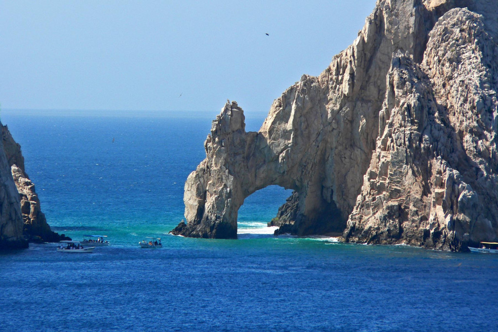 Places to visit in Mexico: Beautiful Cabo San Lucas. Photo by Wikipedia