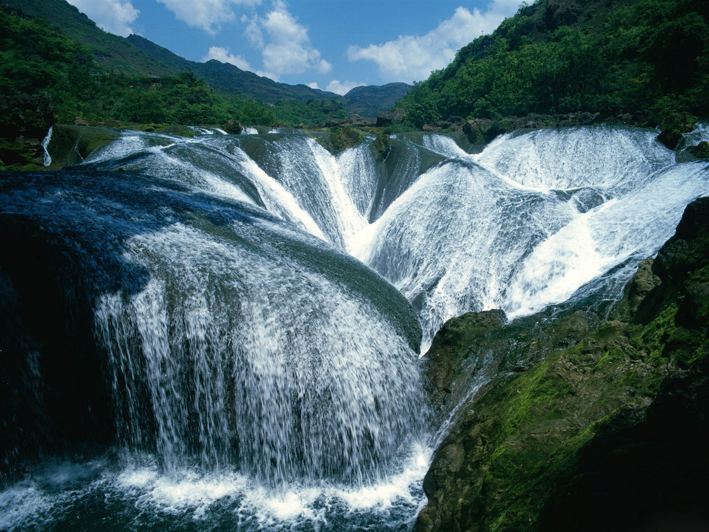 The best waterfalls: Yangtze River Waterfalls will make you feel dizzy looking at this. Photo by Scenic Reflections.