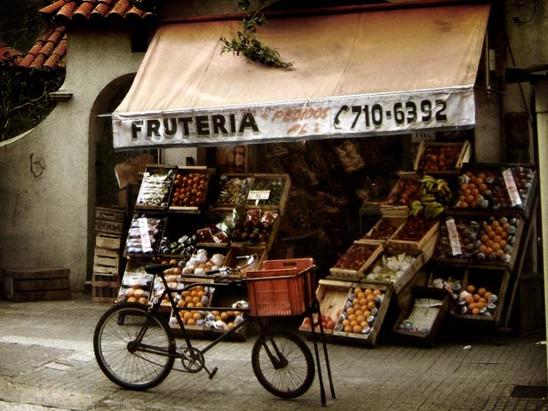 A quaint fruit stand in Montevideo, the capital of Uruguay. Photo by Vince Alongi, flickr
