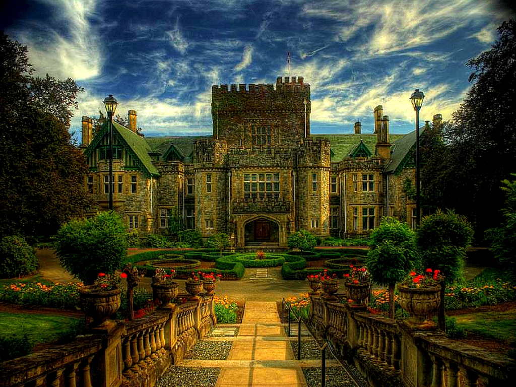 Fairy tale places you should visit: Hatley Castle, Victoria, Canada. Photo by www.scenicreflections.com