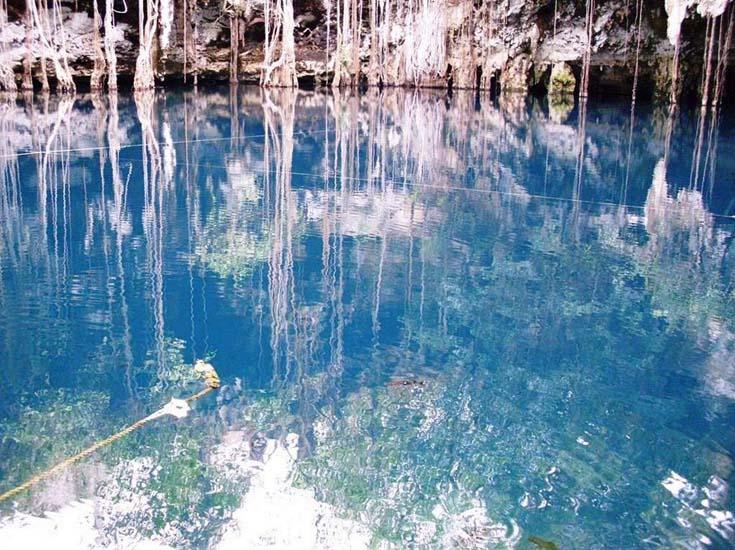 The crystalline waters of Cenote Yokdzonot. Photo by, panoramio.com