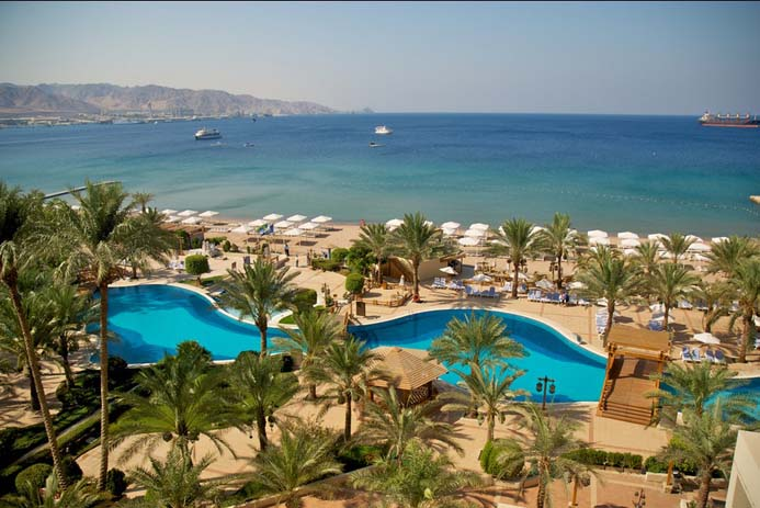 Pool at Aqaba resort. Photo by Irosean, flickr