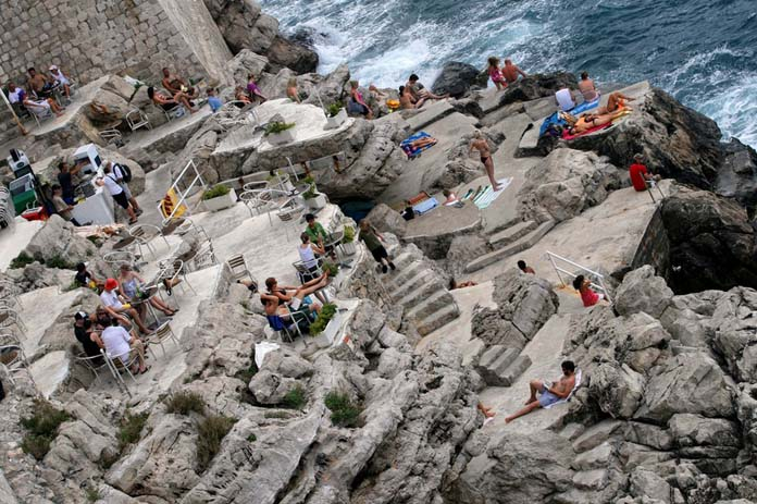 Buza cliff bar in Dubrovnik. Photo by Intiaz Rahim, flickr