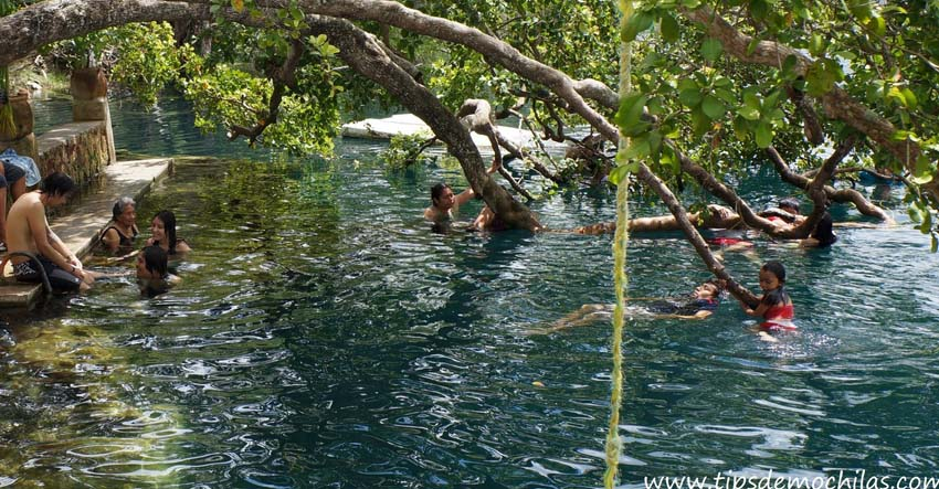 Swimmers enjoy the water in Cenote Azul. Photo by, tipsdemochilas.com