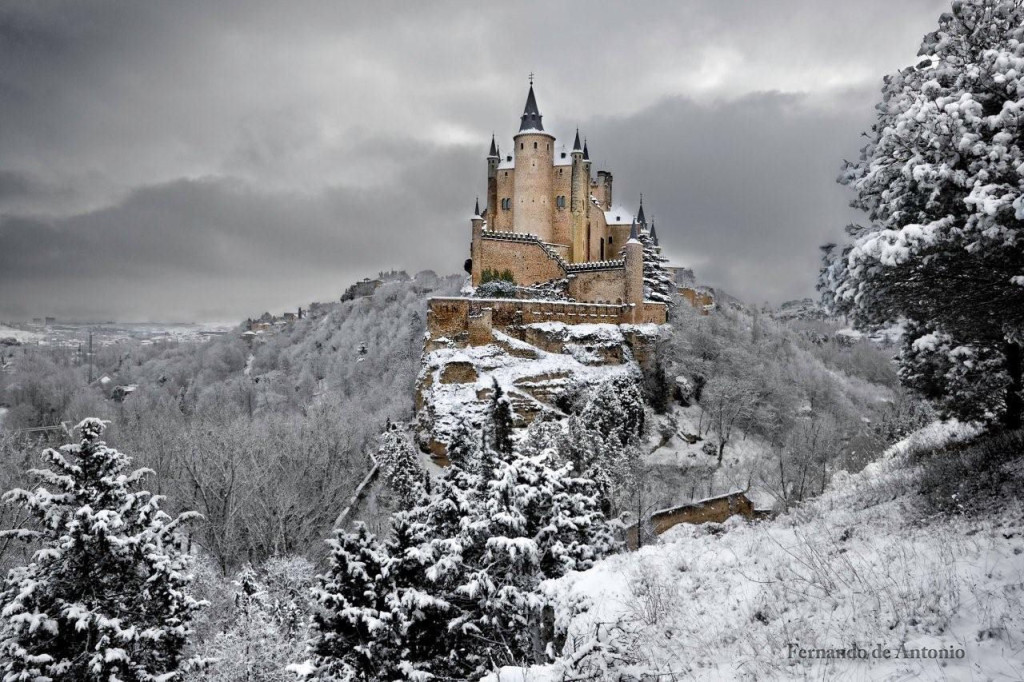 Fairy tale places you should visit: Alcazar Castle, Segovia, Spain. Photo by Fernando de Antonio