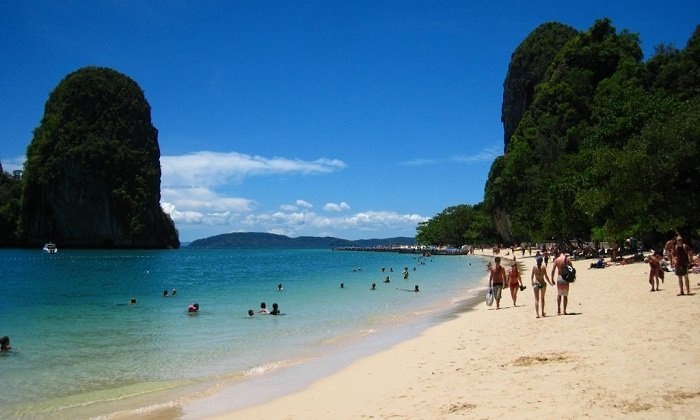 Enjoy the beautiful beaches at Sihanoukville, Cambodia. Photo by wordpress.com