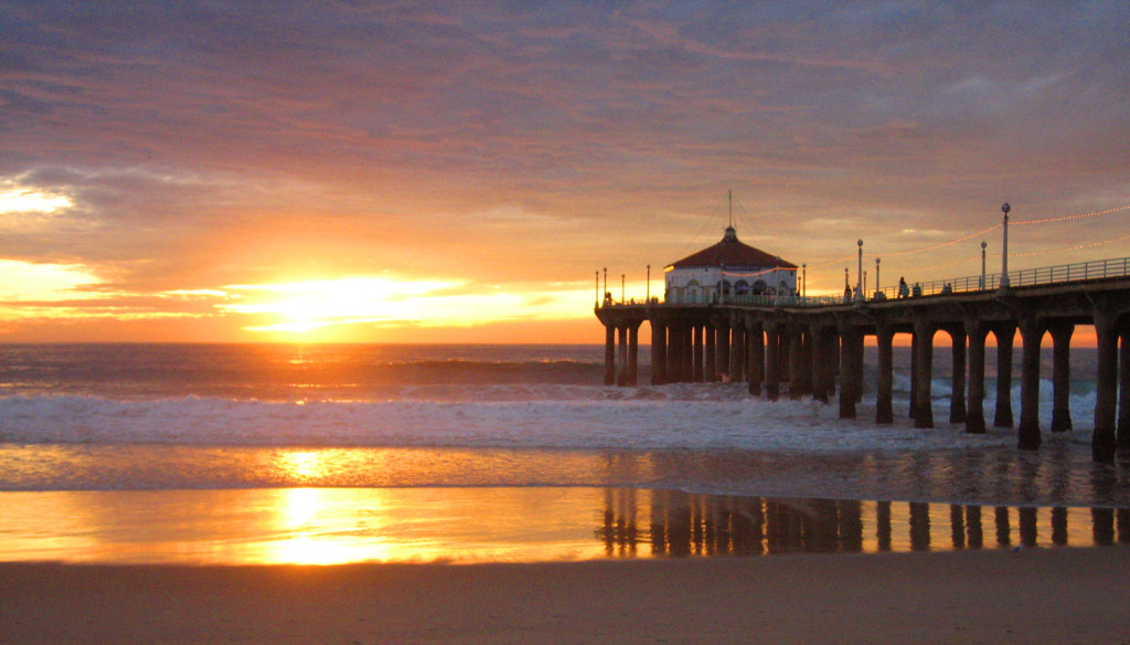 Manhattan-Beach at sunset. Photo by californiasurveillanceinvestigators.com